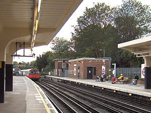 Ealing Common tube station - Image: Ealing Common B