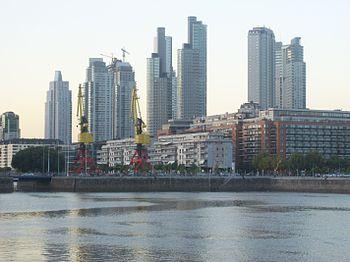 Edificios de Puerto Madero al anochecer 1