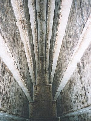 Red Pyramid - Detail of the massive corbel-vaulted ceiling of the main burial chamber