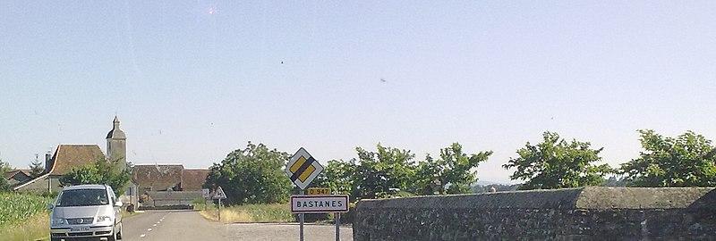 File:Entrée dans Bastanès.jpg