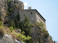 Eremo di Sant'Onofrio al Morrone dove visse Pietro da Morrone.