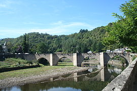 The bridge between Sébrazac and Estaing