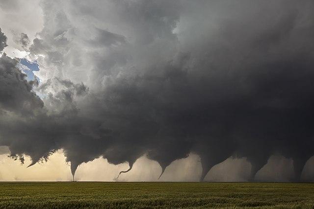 صور إعصار