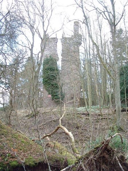File:Finavon Castle ruin.jpg