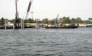 Floating Bridge, Dubai - Image: Floating Bridge Under Construction on 31 May 2007 Pict 1