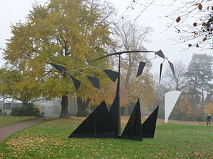 Beyeler Foundation - Sculptures by Alexander Calder (front) and Ellsworth Kelly in the park
