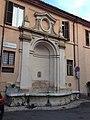 Fontana di piazza Collicola. Spoleto .jpg