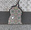 Fragment de faience à un passage à niveau secteur rue de Servient (rue perpendiculaire) à Lyon.jpg