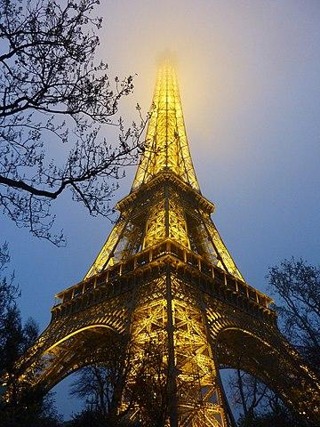 Archivo:France, Paris, Tour de Eiffel, Misty - panoramio ...