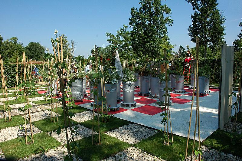 File france loir et cher festival jardins chaumont sur loire 2006 07 echiquier pour alice - Chaumont sur loire jardins ...