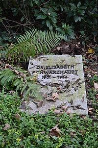 Frankfurt, Hauptfriedhof, Grab II Elisabeth Schwarzhaupt.JPG
