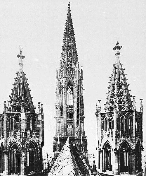Freiburg.minster.towers.1926.JPG
