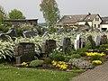 Friedhof Assamstadt mit Friedhofskapelle, Friedhofsmauer, Friedhofskreuz und sonstigen Kleindenkmalen 01.jpg