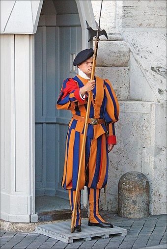 A member of the Pontifical Swiss Guard with halberd Garde suisse (Vatican) (5994412883).jpg