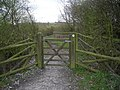Gateway to a footpath - geograph.org.uk - 729959.jpg