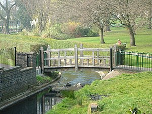 English: Gheluvelt Park, Worcester Wooden brid...