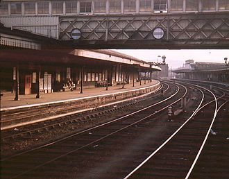 Gloucester railway station - View towards Birmingham in 1968