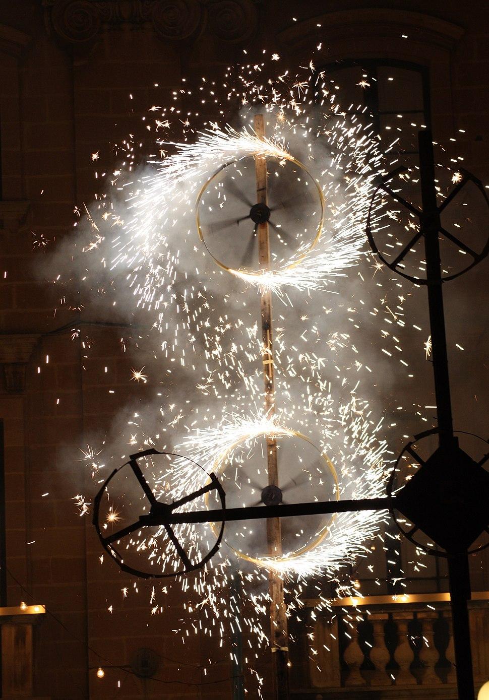 Groundfireworks-burning