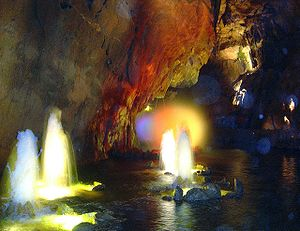 Algumas cavernas possuem ilumina��o cenogr�fica e passarelas que podem prejudicar o delicado ecossistema cavern�cola