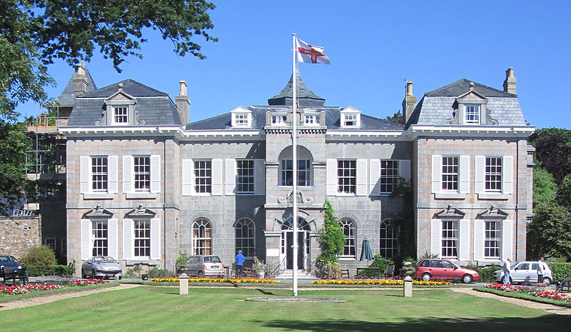 File:Guernsey July 2010 55, Saumarez Park Manor.jpg
