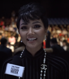 H'Hen Niê at Vietnam International Fashion Week 2018.png