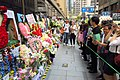 HK 中環 Central 雪廠街 Ice House Street 張國榮 Leslie Cheung 紀念 memorial party flowers April 2018 IX2 visitors 01.jpg