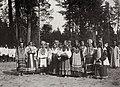 Hahn, K.E. - Frauen in den Volkstrachten des Volgagebietes warten auf die Ankunft des Zaren. Serafim-Sorovski (Zeno Fotografie).jpg