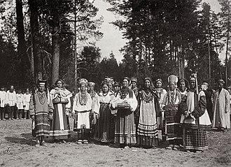 Sarov - Russian women meet Tsar Nicholas II in Sarov 1903