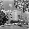 Haifa Stadhuis met een nabijgelegen rotonde, Bestanddeelnr 255-0259.jpg