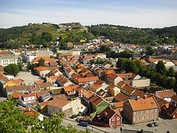 Halden med fæstningen Fredriksten i baggrunden.