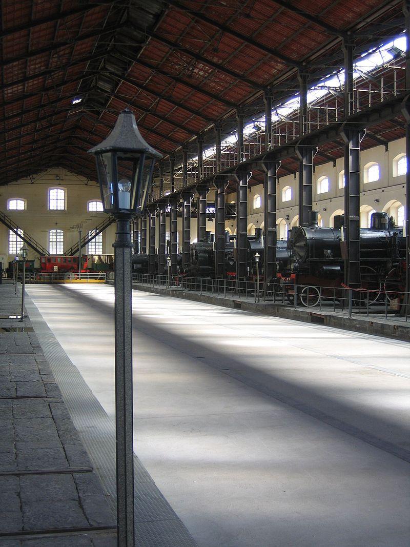 Haupthalle Eisenbahnmuseum Pietrarsa.jpg