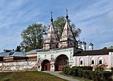 Holy Gate at Rizopolozhensky Convent in Suzdal.jpg