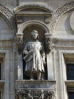 Pierre de Montreuil - Statue of Pierre de Montreuil on the facade the Hôtel de Ville, Paris