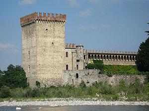 Val Nure - The Castello di Riva at Ponte dell'Olio, seen from the Nure river