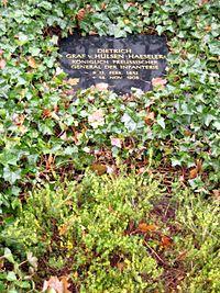 Invalidenfriedhof, Grabmal von Hülsen-Haeseler, Dietrich.jpg