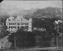 Iolani Palace, photograph by Frank Davey (PP-10-7-007).jpg