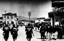 Italian soldiers passing Albanians, 7 April 1939.png