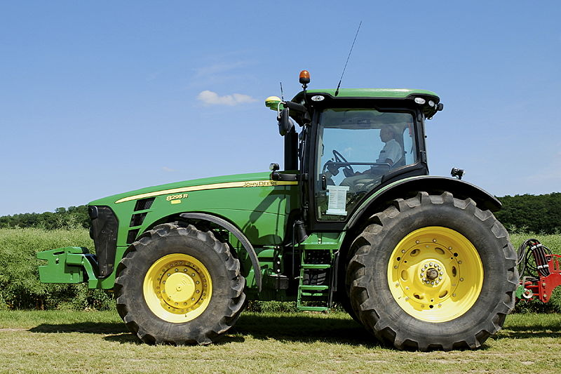 Datei:John Deere 8295 R with StarFire receiver.jpg