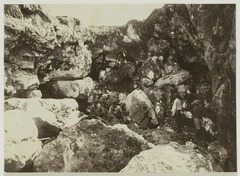 KITLV 19501 - Kassian Céphas - Indigenous workers in a limestone quarry in the Gamping mountains west of Yogyakarta - 1901-03-1902-07.tif