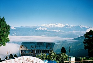 Kangchenjunga - Kangchenjunga seen from Darjeeling War Memorial