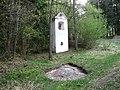 Kaplička u kamene - panoramio.jpg