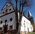 "Katholische Pfarrkirche ""Kreuzerhöhung"" in Kirrweiler - panoramio.jpg"