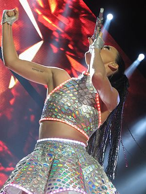 "Prismatic World Tour - Perry performing ""Roar"""