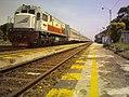Kereta di Stasiun Sumpiuh.jpg