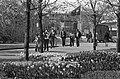 Kinderen bij bloemen in Amstelpark, Bestanddeelnr 927-1283.jpg