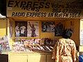 Kiosque à journaux dakar.JPG