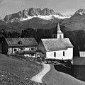 Kirche und Pfarrhaus in Furna im Prättigau (Graubünden).jpg