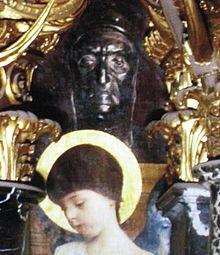 Gustav Klimt: Dante-Büste in Altitalienische Kunst, im Stiegenhaus des Kunsthistorischen Museums in Wien (1891) (Quelle: Wikimedia)