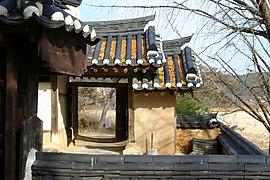 Korea-Andong-Hahoe Okyeonjeongsa-Gate-03.jpg