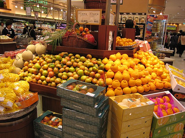 Exotické ovocie v obchode